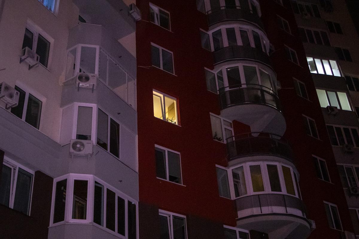 В Киеве по адресу улица Ломоносова, 46/1 нашли окровавленное тело 18-летней девушки