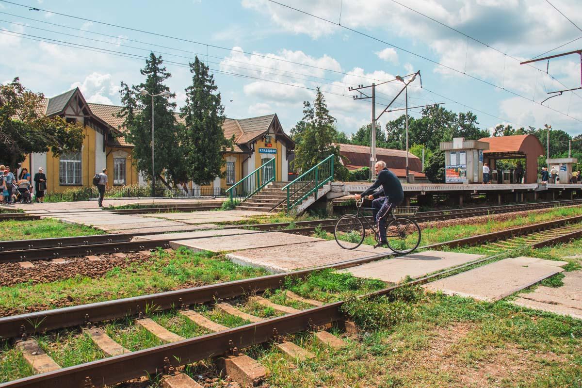 В Клавдиево-Тарасово долгие годы не могут построить переход через ж/д пути