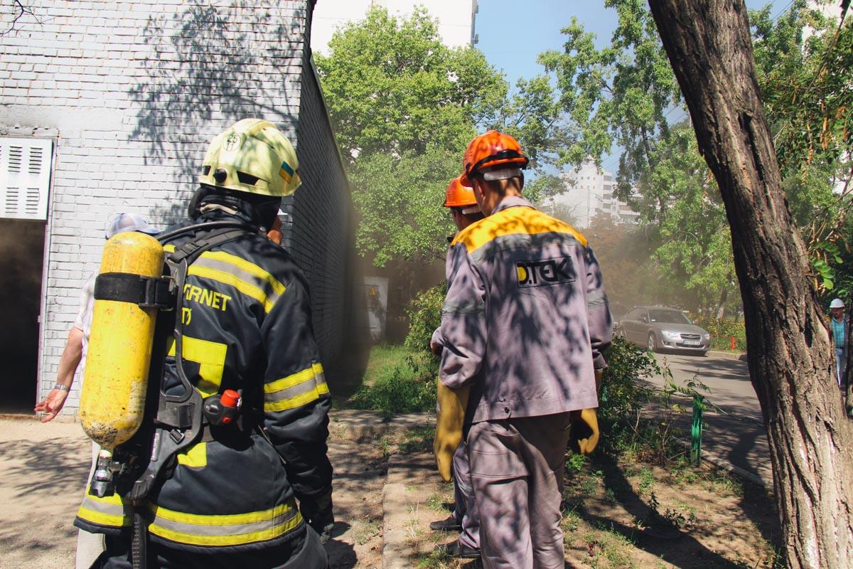 В трансформаторной будке произошло короткое замыкание и она загорелась, после чего произошел взрыв