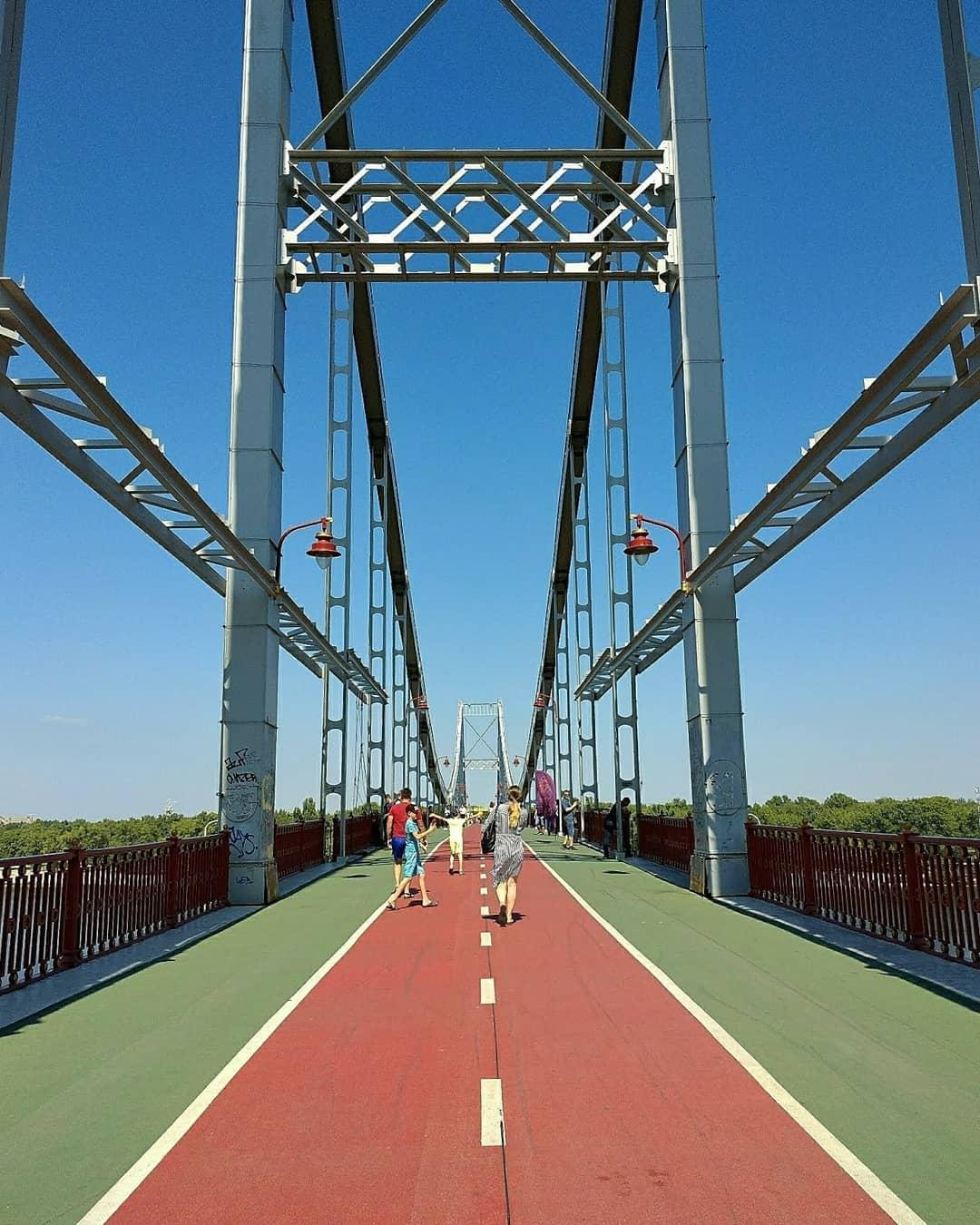 Летом прогулки по Пешеходному мосту получаются особенно классными. Фото: @ksu.rzhk_
