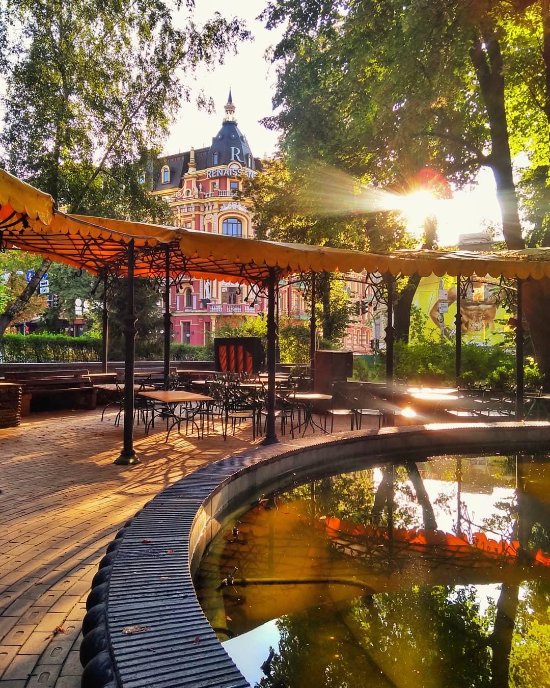 Узнаете это местечко? Фонтан около Золотых ворот. Фото: @zhe.nichka