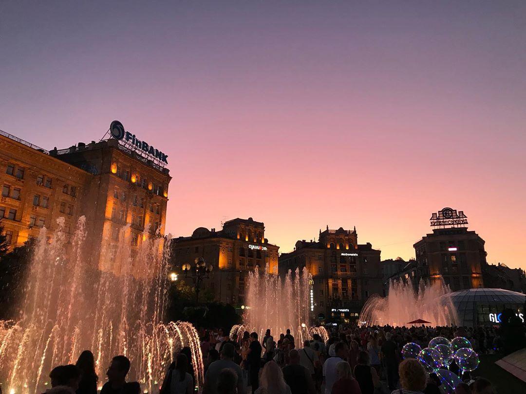 Музыкальные фонтаны привлекают внимание и киевлян, и туристов. Фото: @kristina_zhuravska
