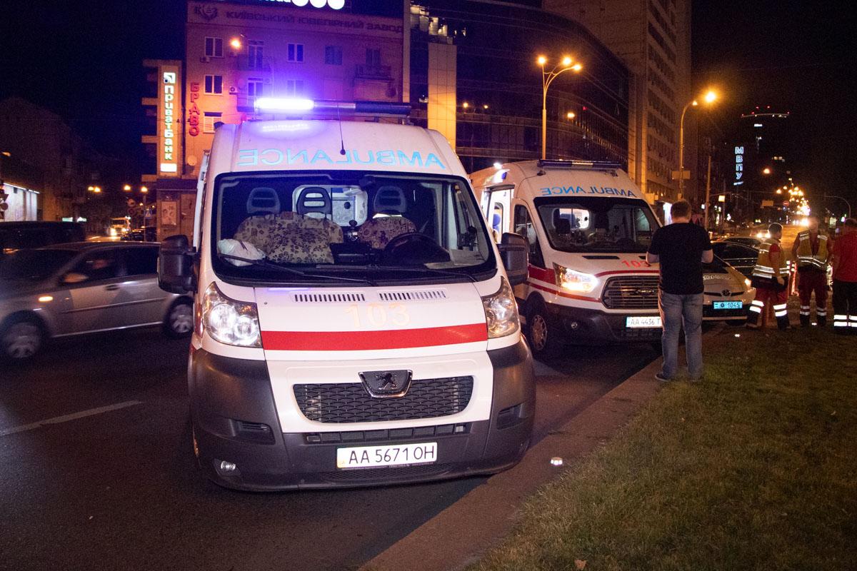 На месте работали две кареты скорой помощи и несколько экипажей патрульной полиции