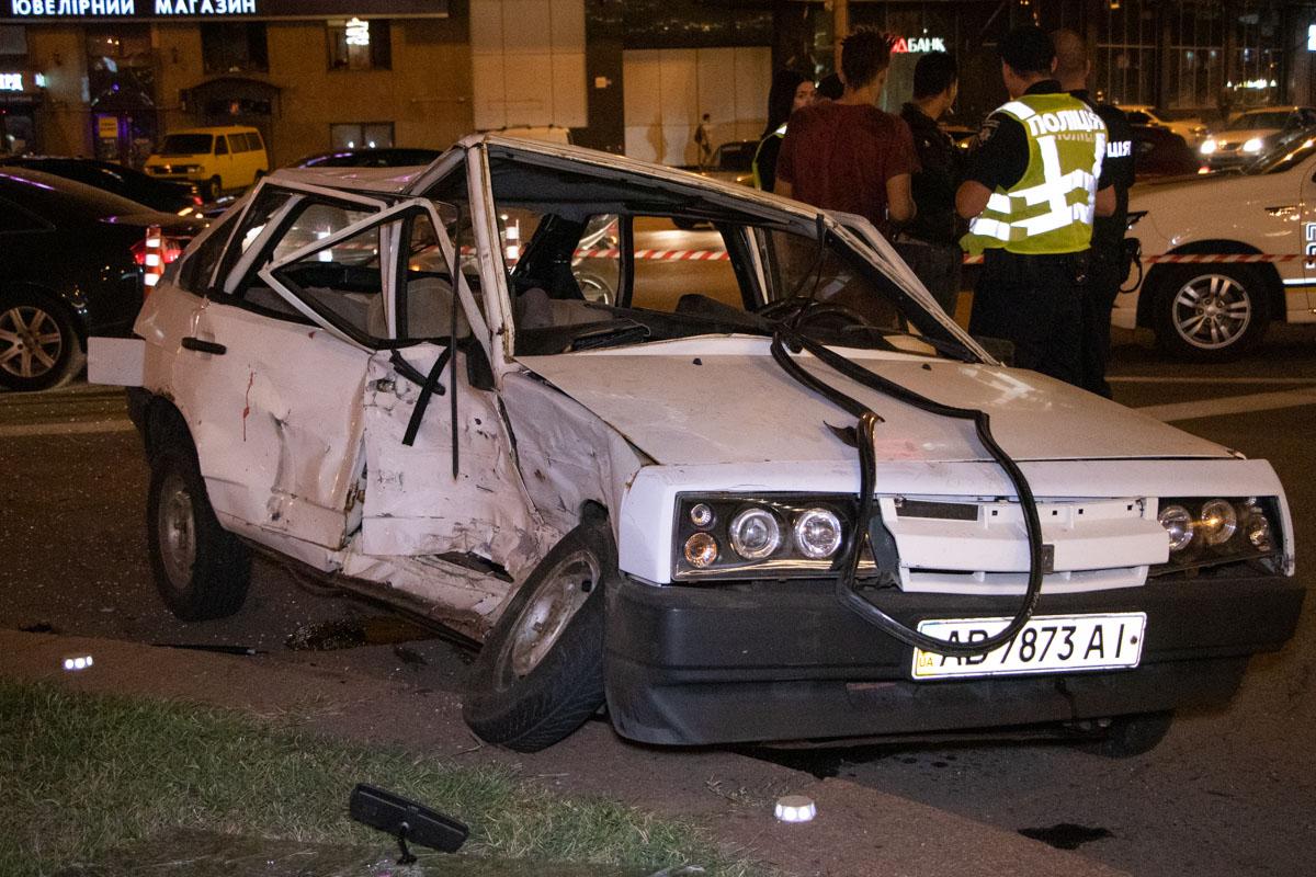 В Киеве на площади Победы произошла авария с участием двух автомобилей