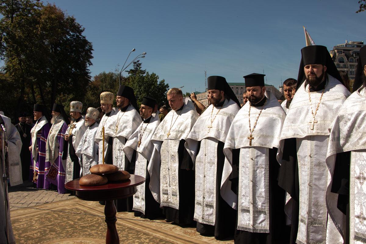Все началось свсеукраинской панихиды по погибшим героям в Илловайськой битве