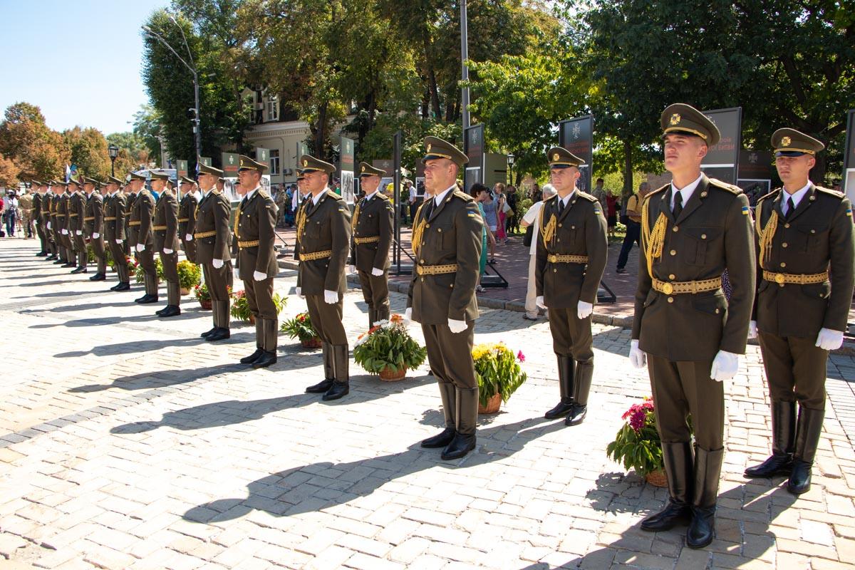 29 августа в Киеве на Михайловской площади отметилиДень памяти Героев Илловайськой битвы