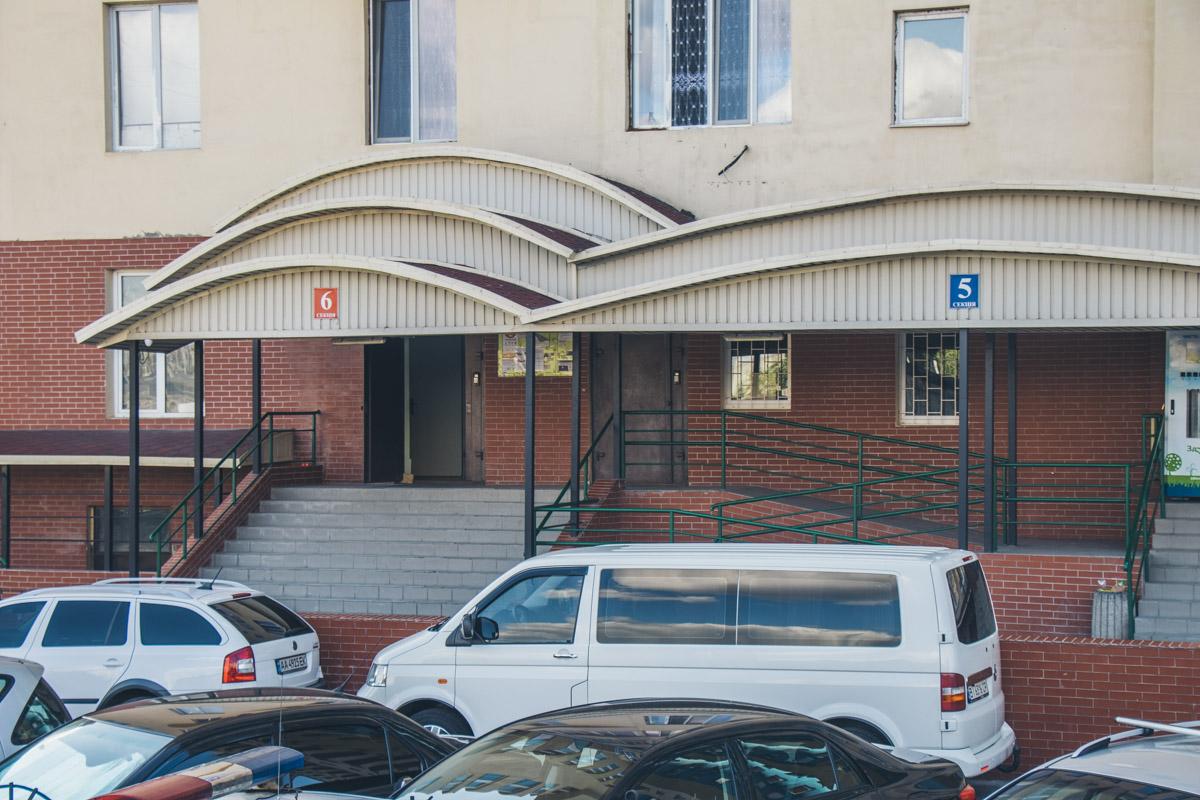 Хозяева квартир обнаружили, что в их квартирах был неизвестный
