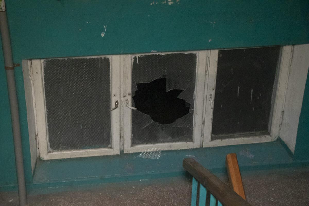 Также пострадали и стекла