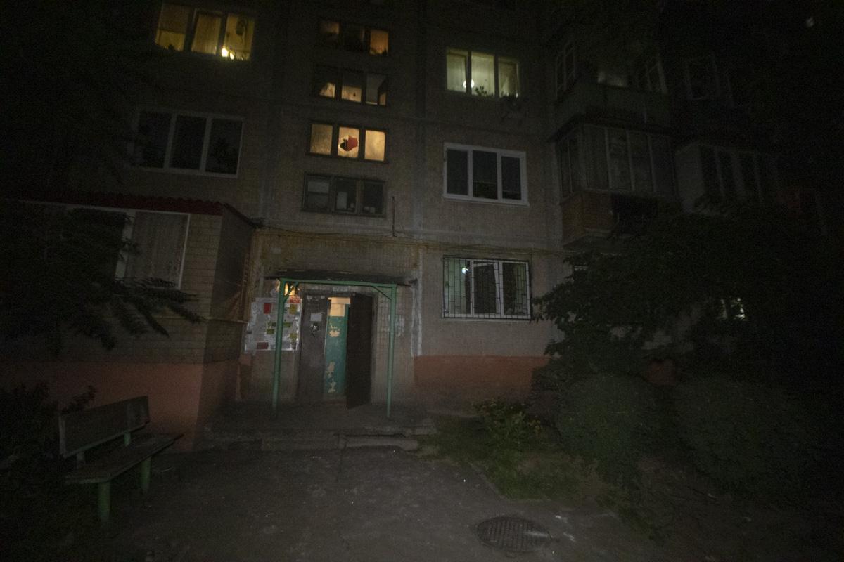 В Днепровском районе Киева по адресу проспект Алишера Навои, 59 местный житель устроил погром