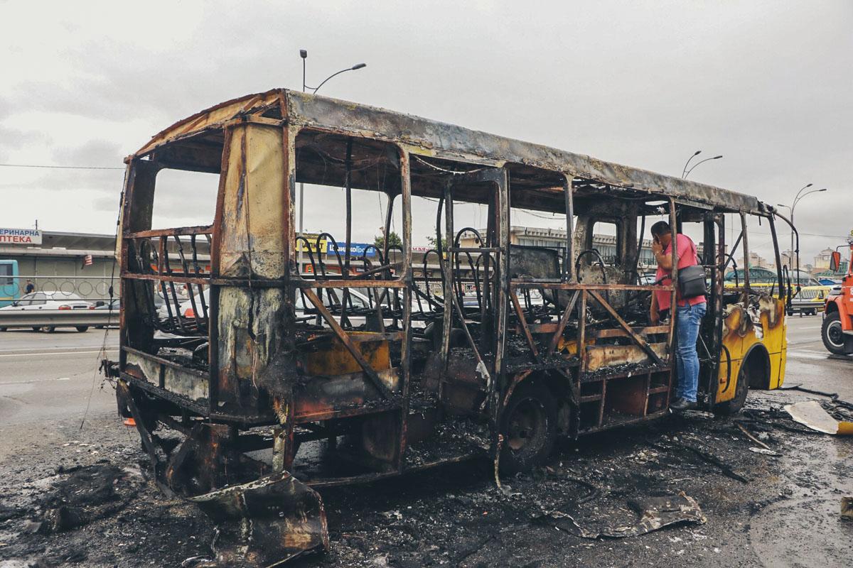 К счастью, никто не пострадал, но транспорт выгорел полностью