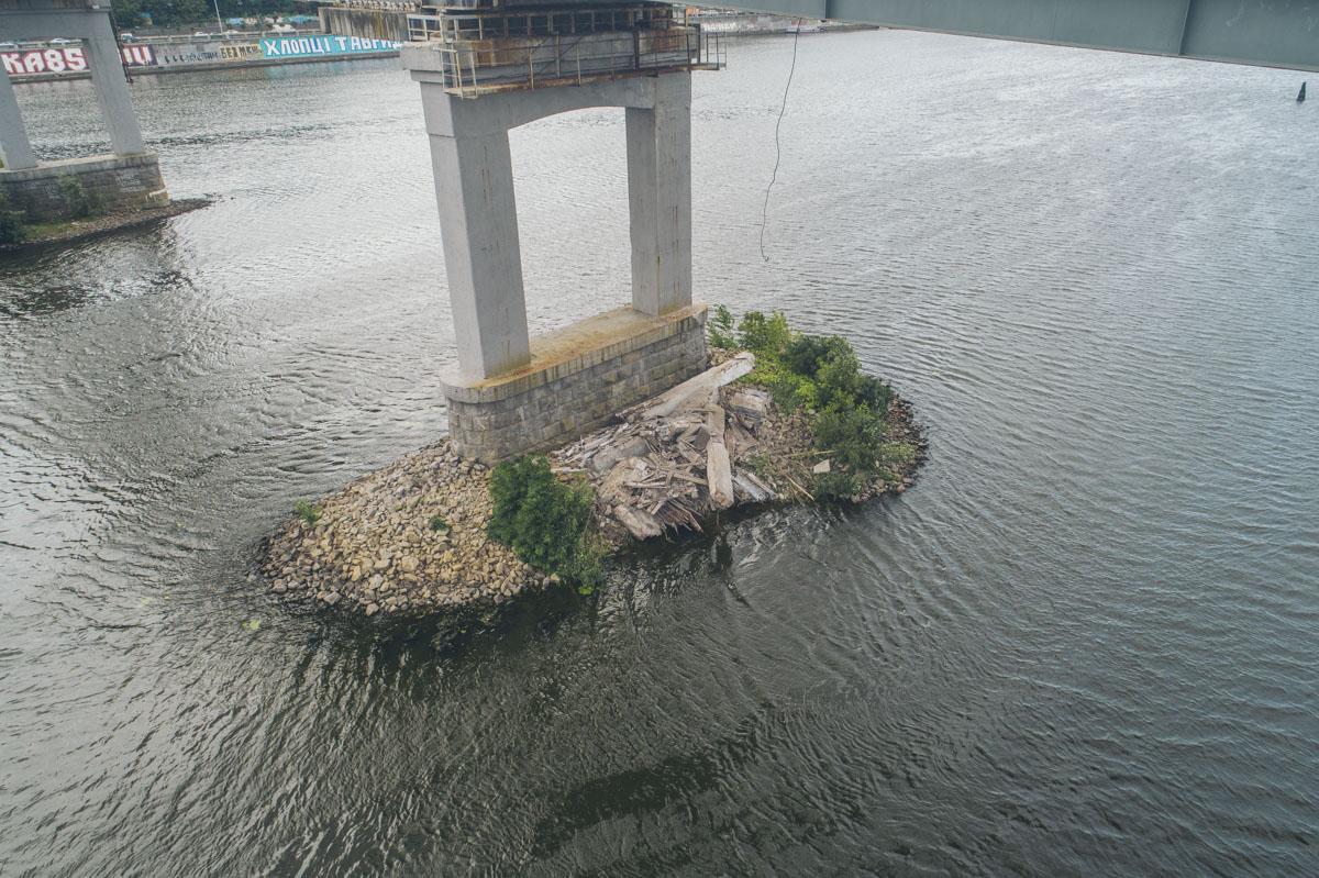 В этот раз устал пешеходный мост на Труханов остров