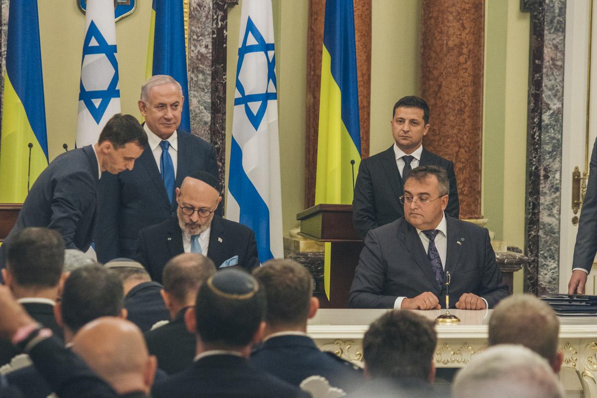 Послы и министры обеих стран подписали соглашения о сотрудничестве в разных сферах