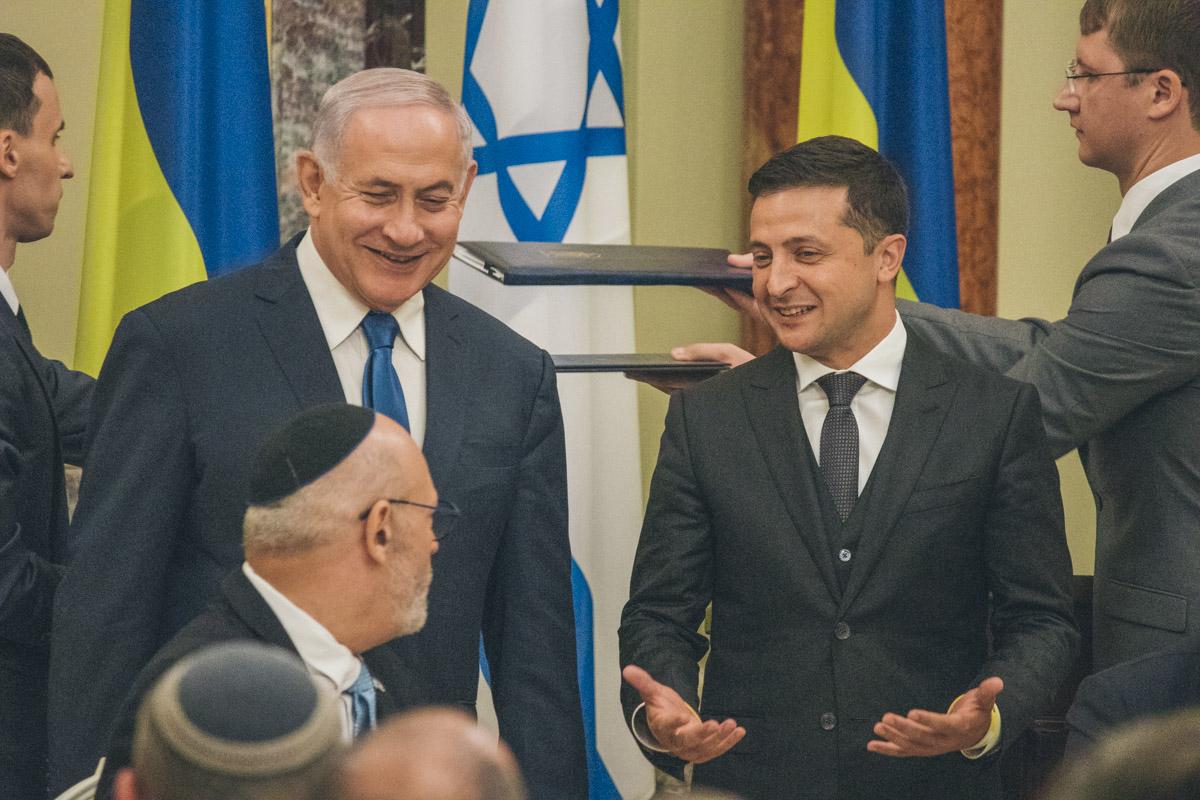 Также Зеленский попросил посодействовать в решении вопроса с частым отказом въезда в Израиль гражданам Украины