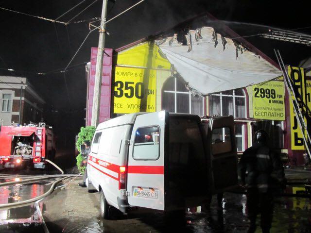 На момент начала пожара в здании находились две сотни людей