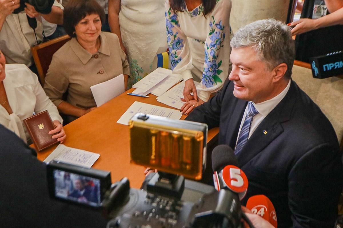 О торжественной части также рассказал Петр Порошенко