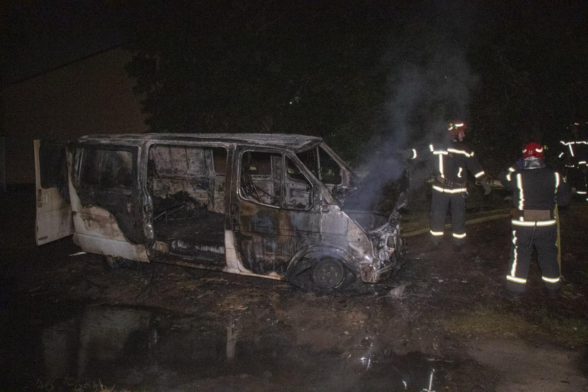 На второстепенной дороге горел микроавтобусFord Transit