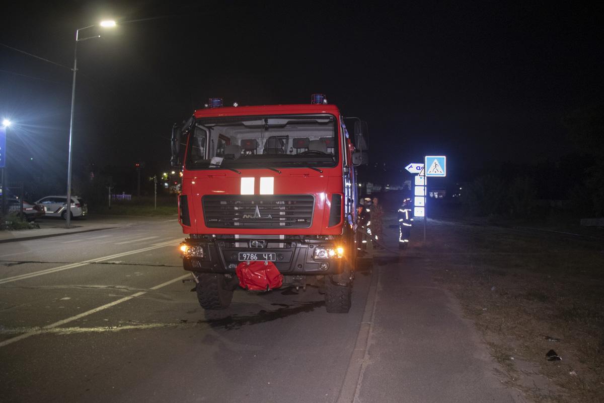 На месте работали две единицы основной техники и около 10 человек личного состава спасателей