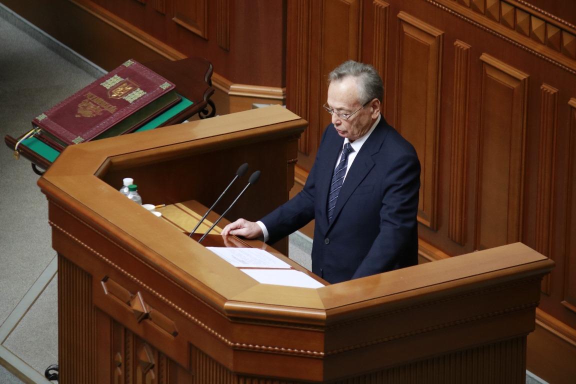 Согласно традиции текст присяги зачитывает самый старший депутат. В новом парламенте это Юлий Иоффе