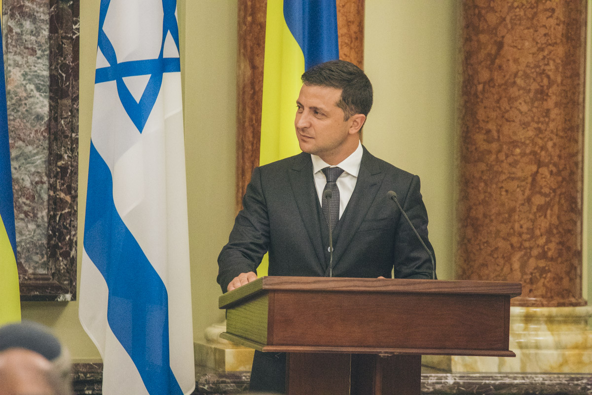 После встречи в Мариинском дворце Зеленский и Нетаньяху отправили в Бабий Яр, чтобы почтить память расстрелянных