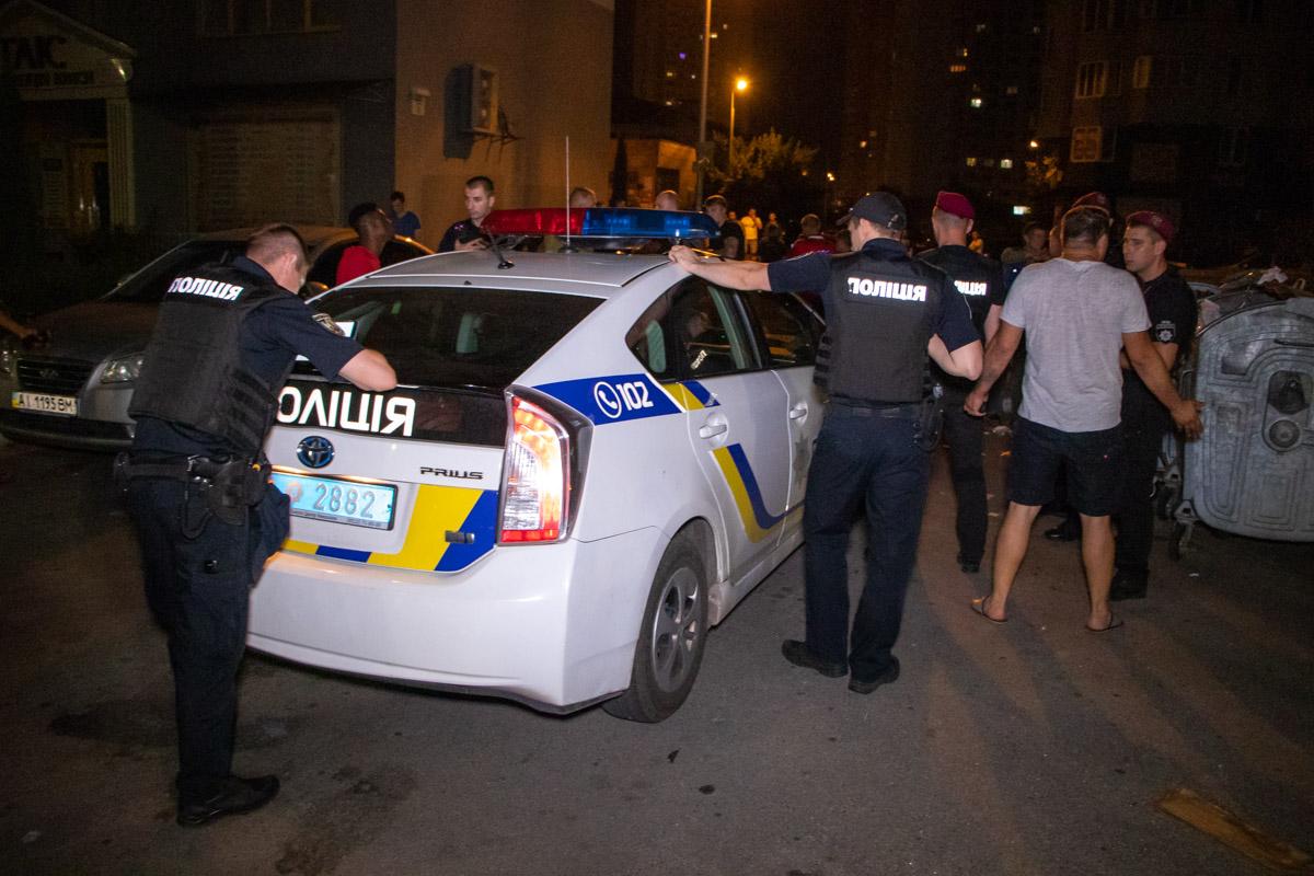 Полиция долгое время не могла успокоить конфликтующие стороны