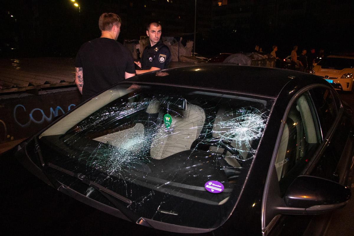 Местный житель отреагировал агрессивно и разбил лобовое стекло в машине иностранцев