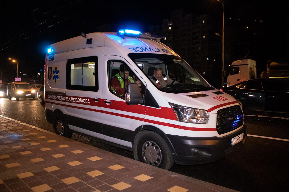 На месте работал экипаж патрульной полиции, медики и следственно-оперативная группа