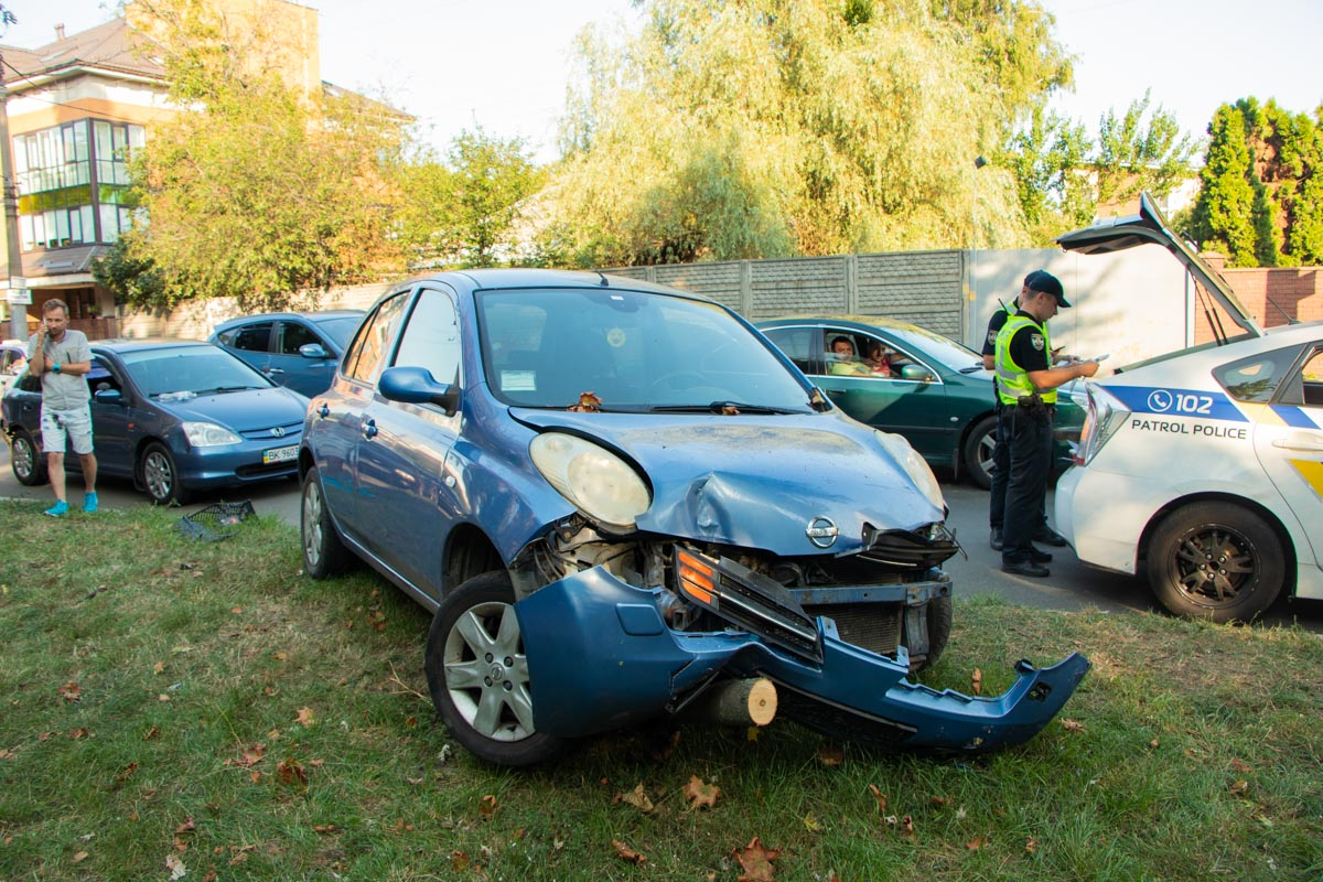В Соломенском районе пьяный водитель устроил краш-тест Nissan