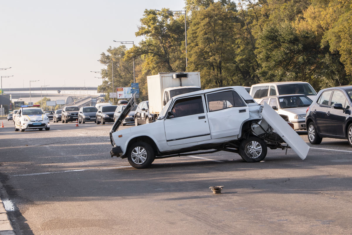 """А водителя """"семерки"""" увезли в больницу с травмой ноги"""