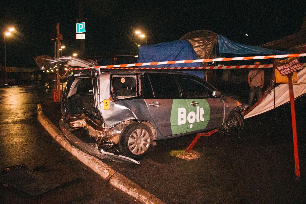 К счастью, таксист остался жив и отделался ушибами