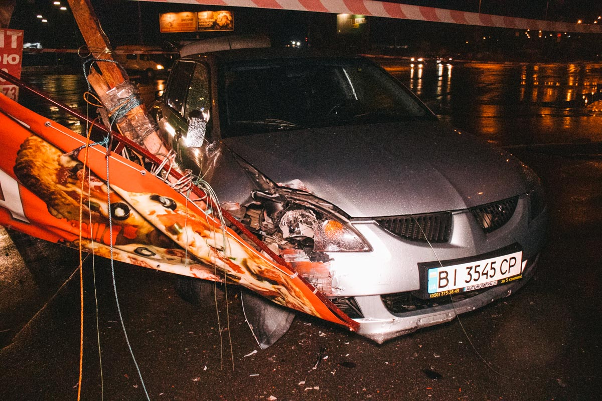 От удара таксист влетел в ларек с шаурмой