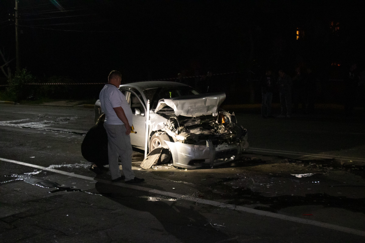 Chevrolet Aveo влетел в Mercedes на перекрестке