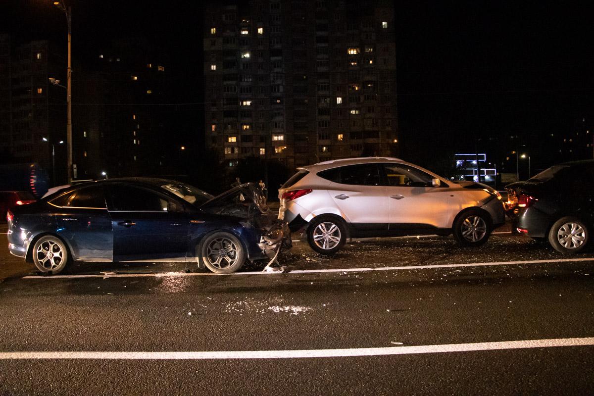 Столкнулись автомобили Ford Mondeo, Hyundai Tucson, Renault Logan и Renault Duster