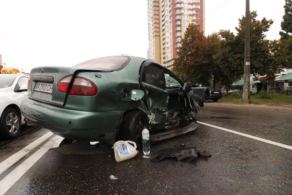 В Киеве на Харьковском шоссе произошло ДТП с участием автомобилей Lanos и Volkswagen