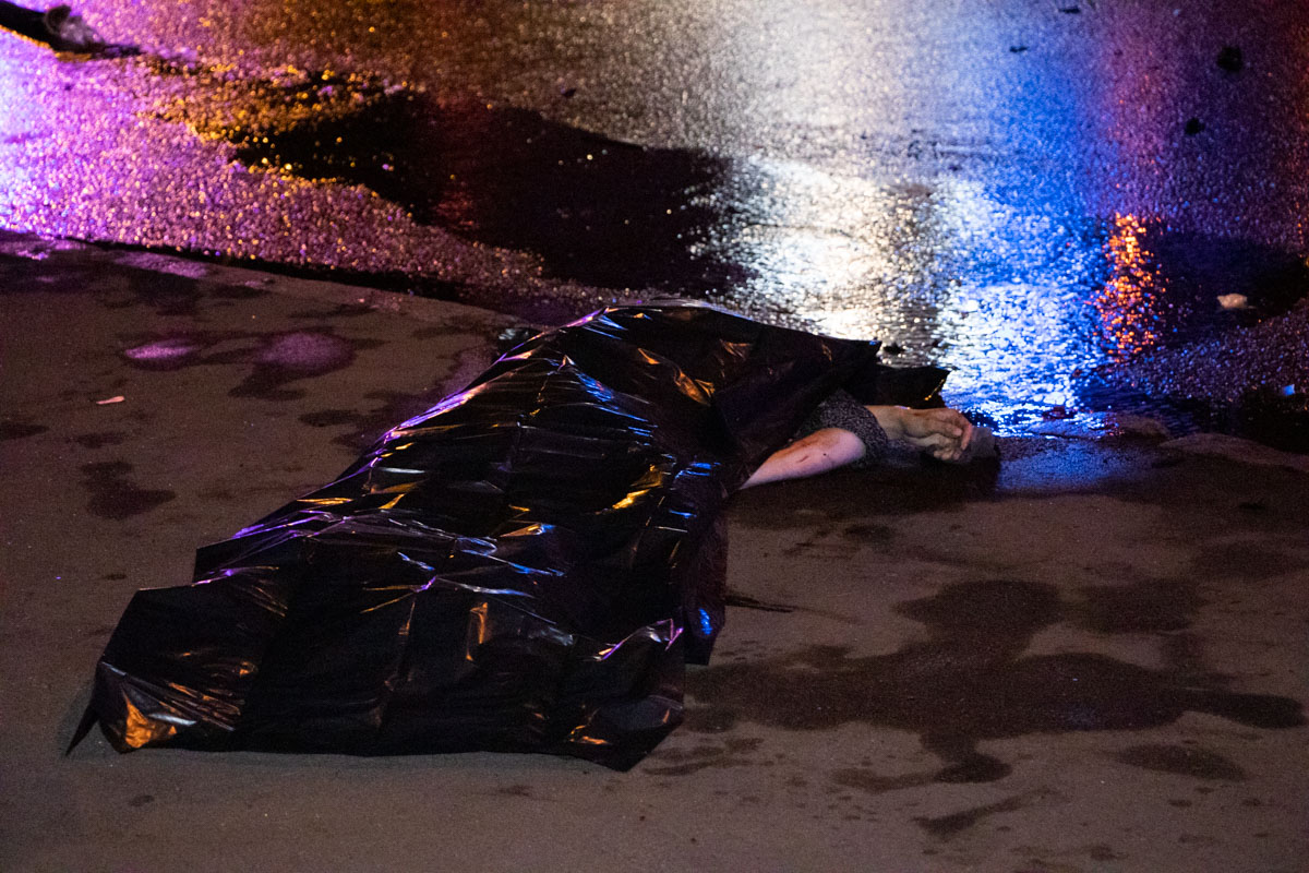 Когда очевидцы достали девушку-водителя, то она уже была мертва