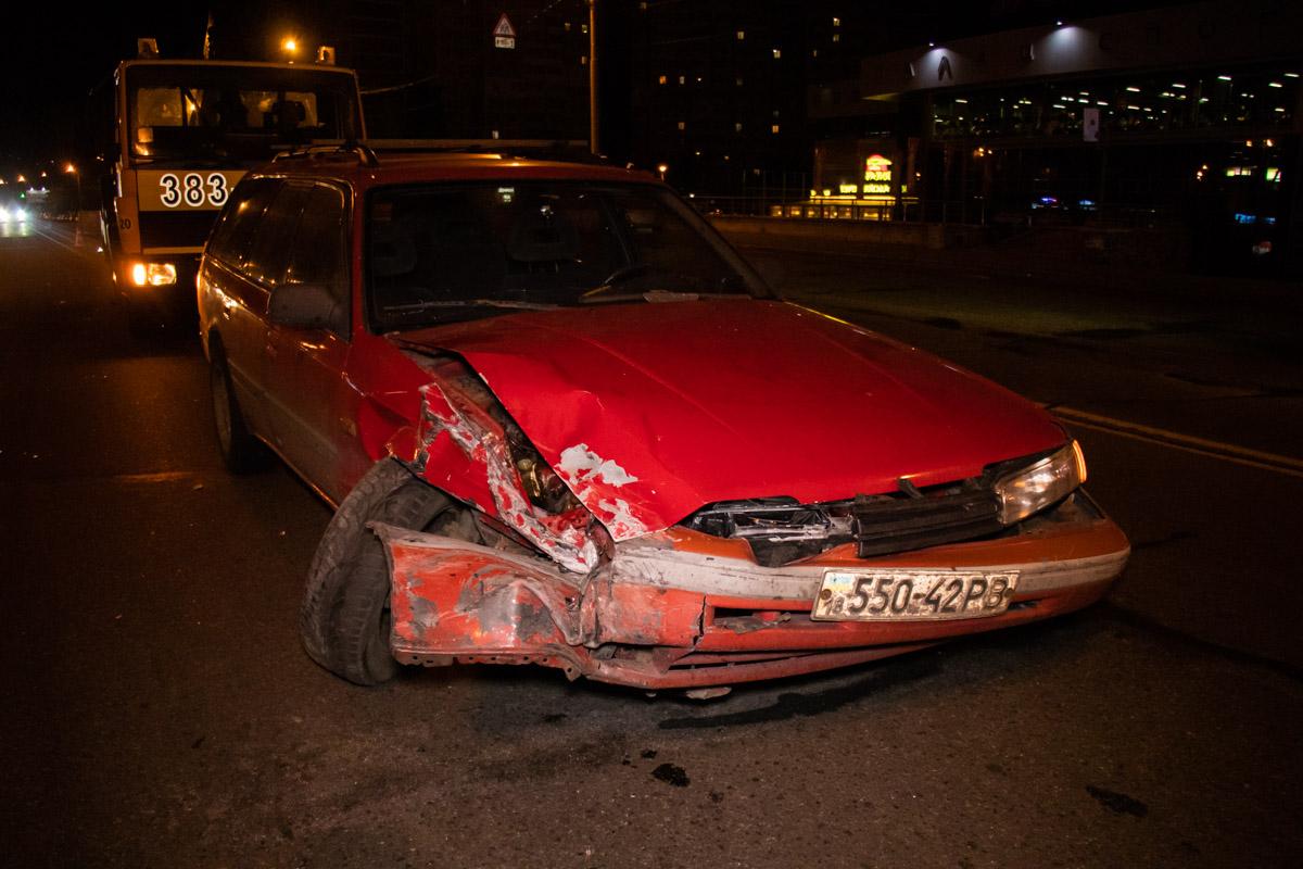 Оба автомобиля получили довольно серьезные повреждения