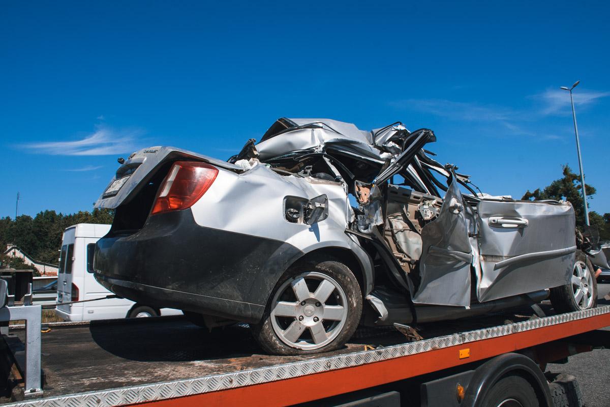 По предварительным данным от полиции, в Chevrolet ехали граждане Молдавии