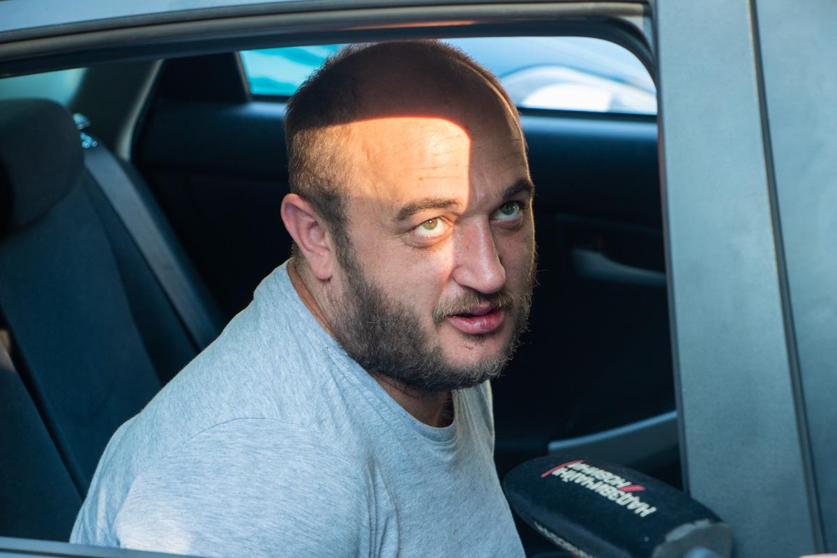 Мужчина вел себя агрессивно и сходил под себя, сидя в патрульном автомобиле