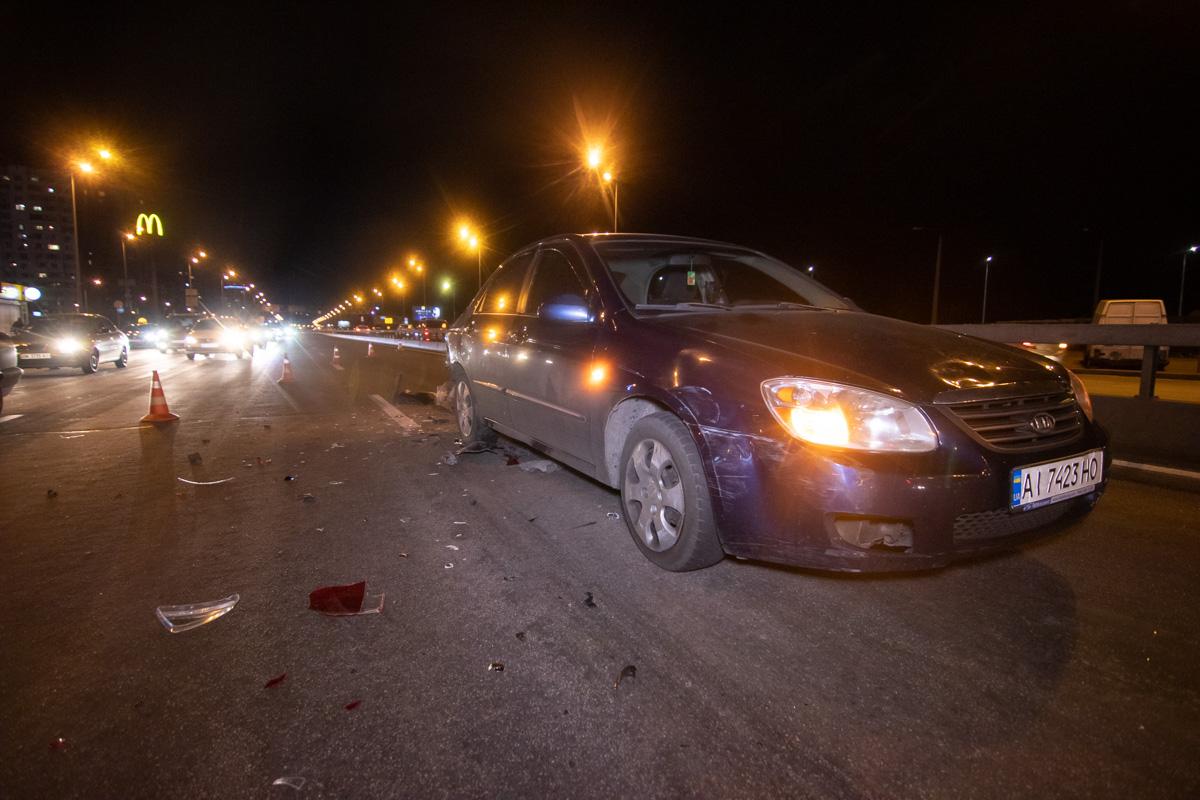 В субботу, 17 августа, в Киеве на проспекте Бажана произошла авария с участием двух автомобилей