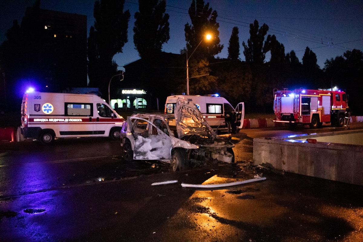 26 августа на перекрестке проспекта Победы и улицы Гарматной автомобиль BMW врезался в парапет