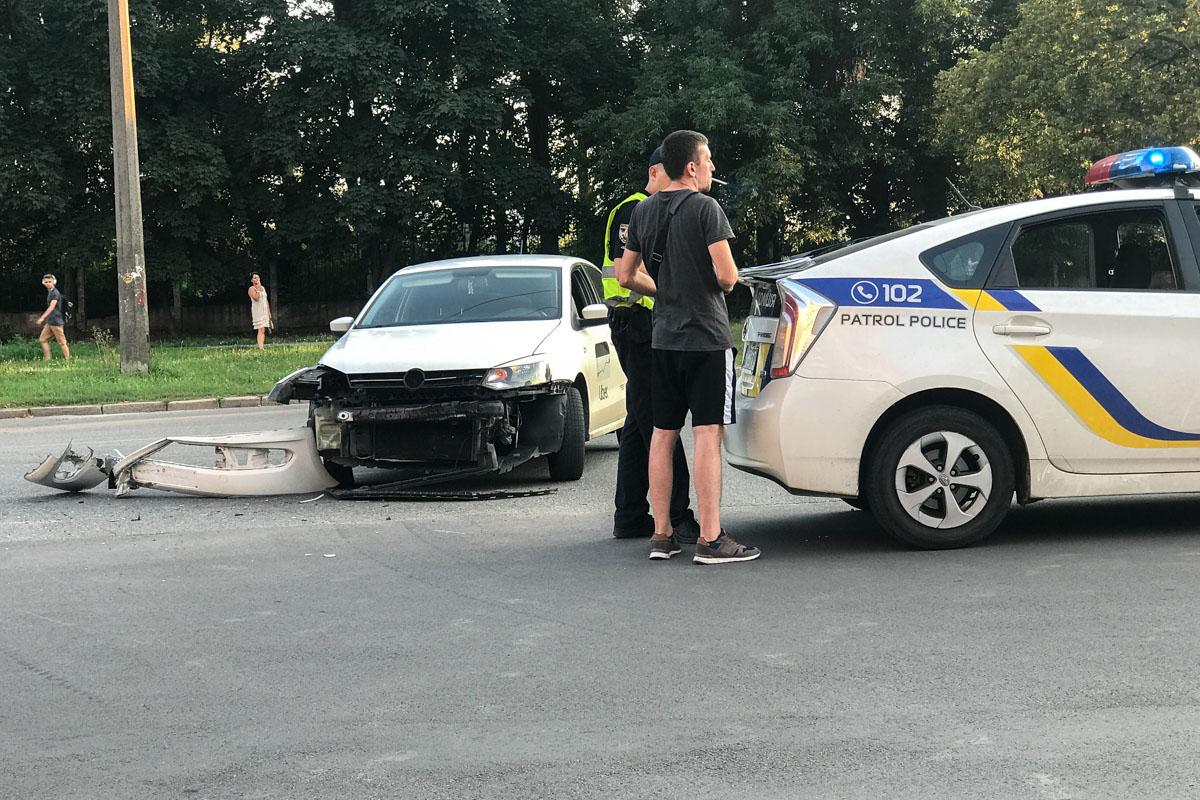 Виновника ДТП и детали аварии устанавливают правоохранители
