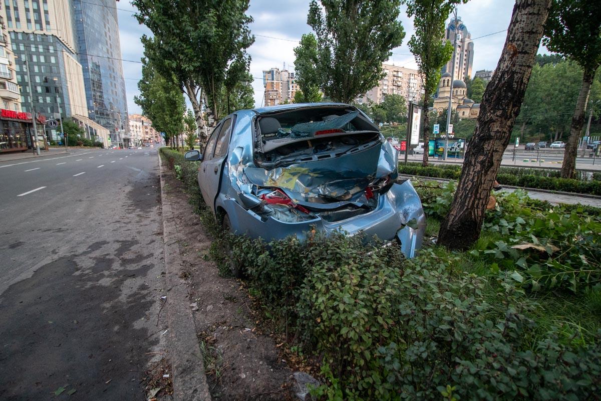 На бульваре Леси Украинки произошла авария с участием автомобиляChevrolet Aveo