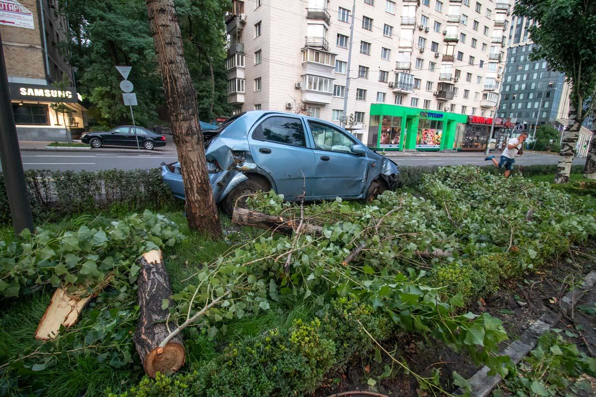 ВодительChevrolet, из-за выбежавшего на дорогу пешехода, не справился с управлением