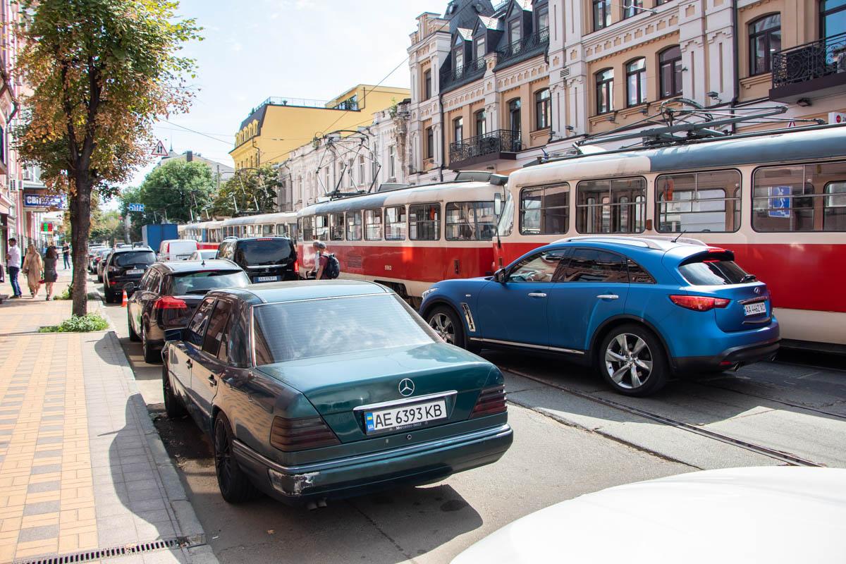 Авария фактически остановила движение трамвайных маршрутов №11, №12, №14, №16, №18 и №19