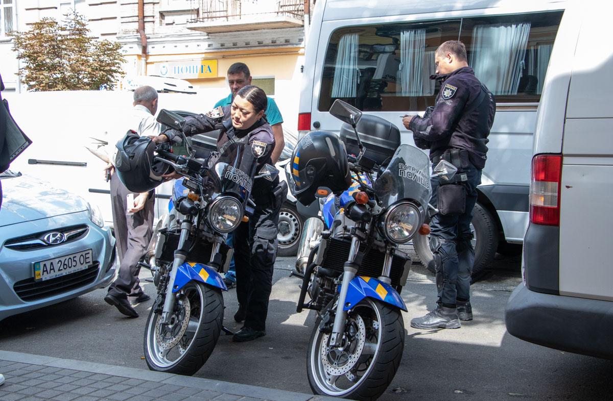 """На месте работали сотрудники полиции и представители """"Киевпасстранса"""