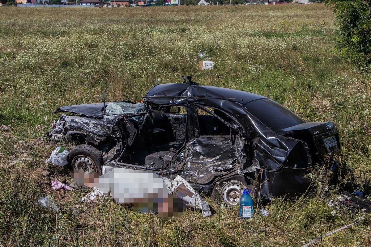 В момент аварии в машине находились двое мужчин и двое детей