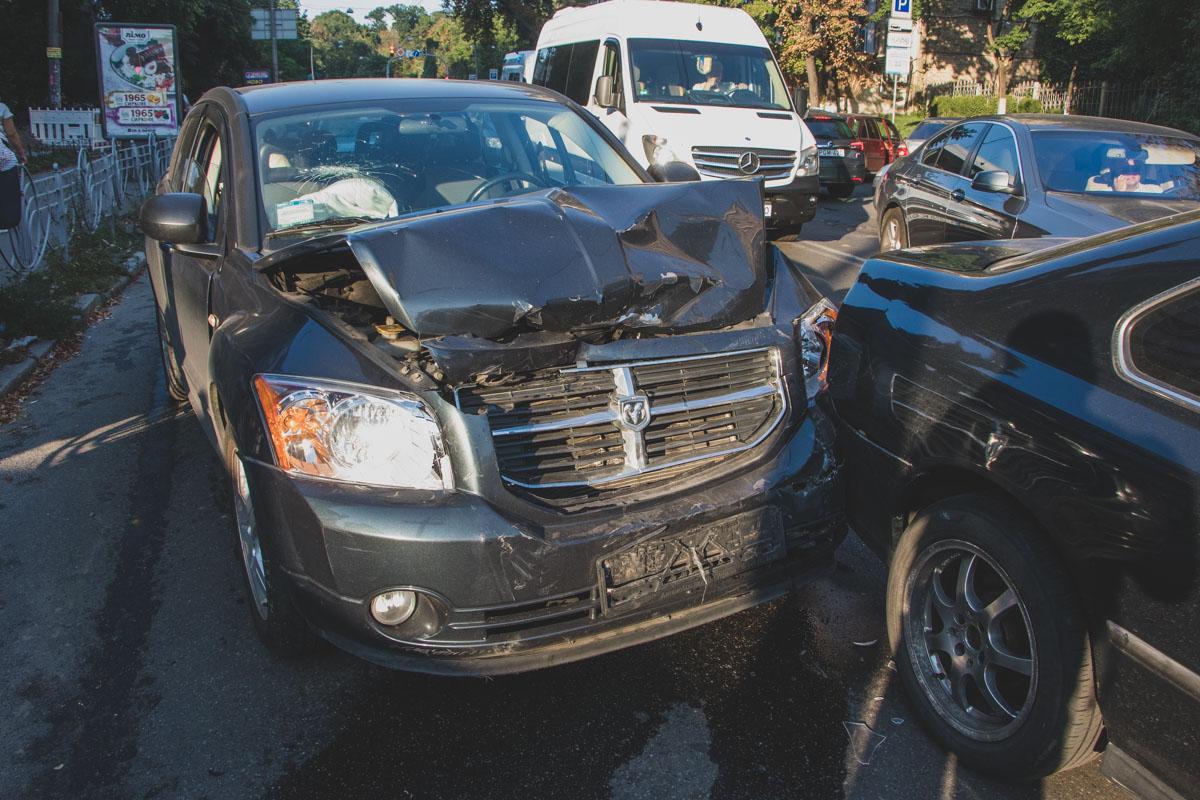 По пути внедорожник ударил еще два автомобиля. Детали ДТП устанавливаются