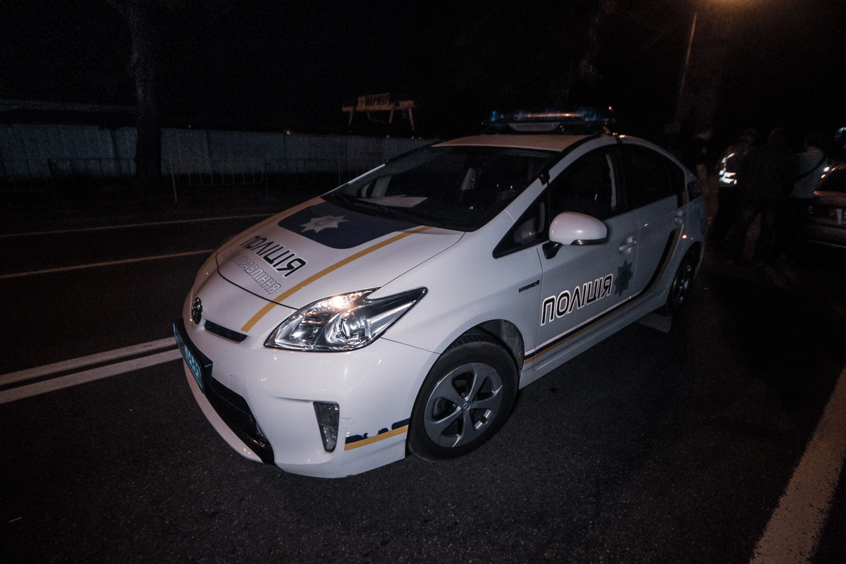 На месте работал экипаж патрульной полиции, скорая и следственно-оперативная группа