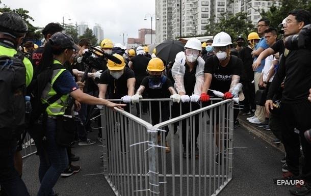 Во время очередной акции протеста в Гонконге полиция применила слезоточивый газ против демонстрантов