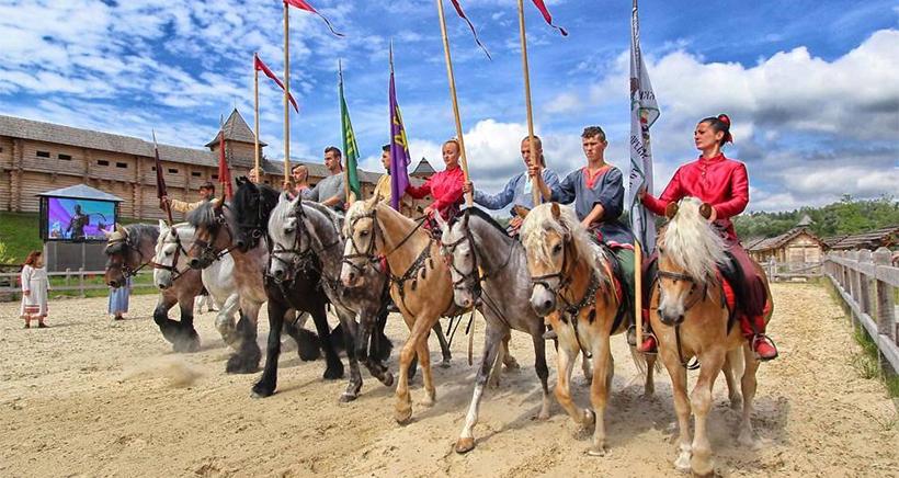 Можно провести День Независимости на природе и среди казаков