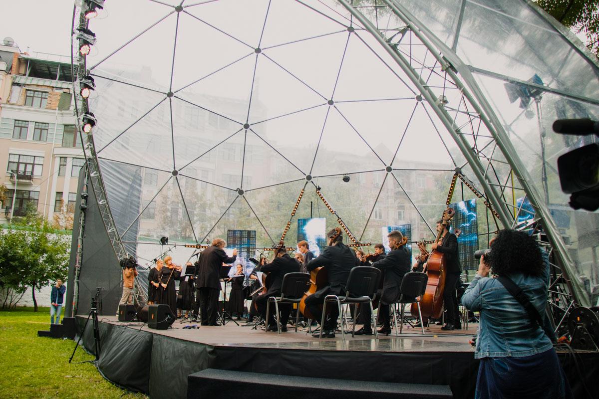 Как и в прошлом году, основной фокус фестиваля направлен на музыку